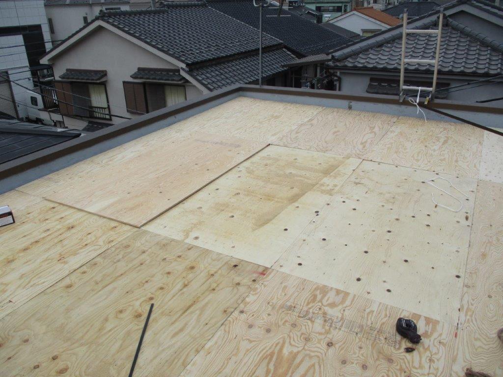 屋根のコンパネ