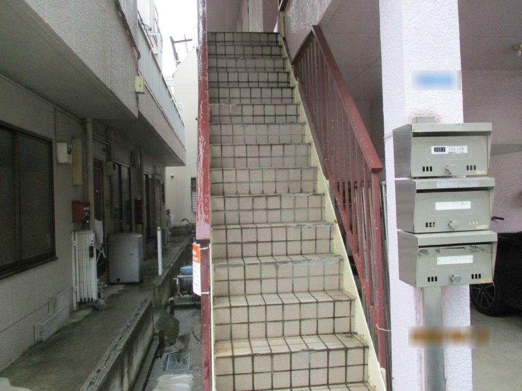 施工前の共用階段